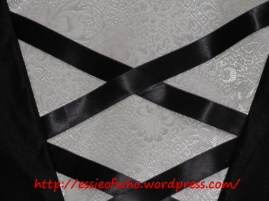 Close up of the bodice mid section