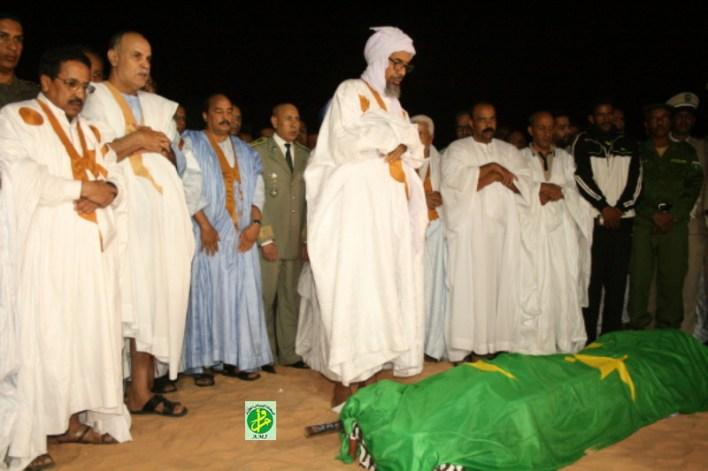 صورة الجنازة لحظة الصلاة عليها
