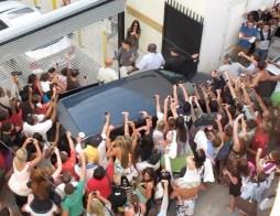 kim-kardashian-paparazzi-fans-dash-miami-1
