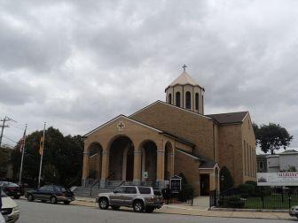 Igreja Apostólica Armênia de São Estevão em Watertown, MA, EUA. A cidade abriga a 3ª maior comunidade armênia do país.