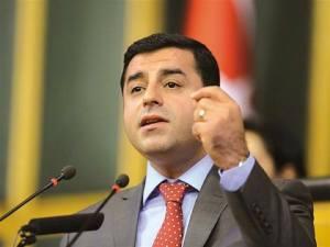 O candidato ao cargo de Primeiro Ministro da Turquia Selahattin Demirtas apoia o povo armênio
