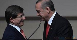 Ahmet Davutoglu (esq.) e Recep Tayyip Erdogan. Aug. 21, 2014. (Photo: Hurriyet Daily)