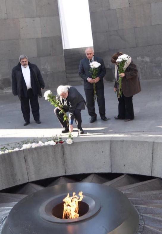 Natalini rendendo homenagens aos mártires armênios