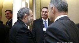 Em Davos, Pashinyan se encontra com Bolsonaro e com Aliyev