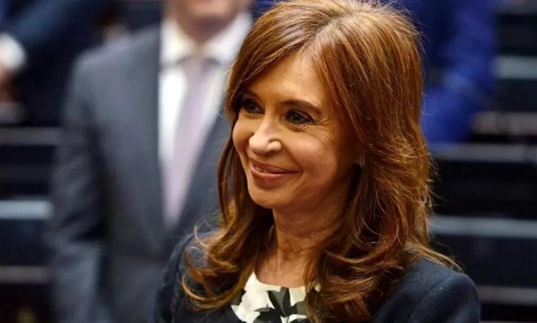 Photo of Cuadernos: revocan el procesamiento de Cristina Kirchner y de un empresario en un tramo de la causa