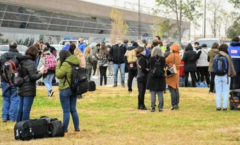 Photo of Evacuaron de urgencia el aeropuerto de Rosario por una amenaza de bomba