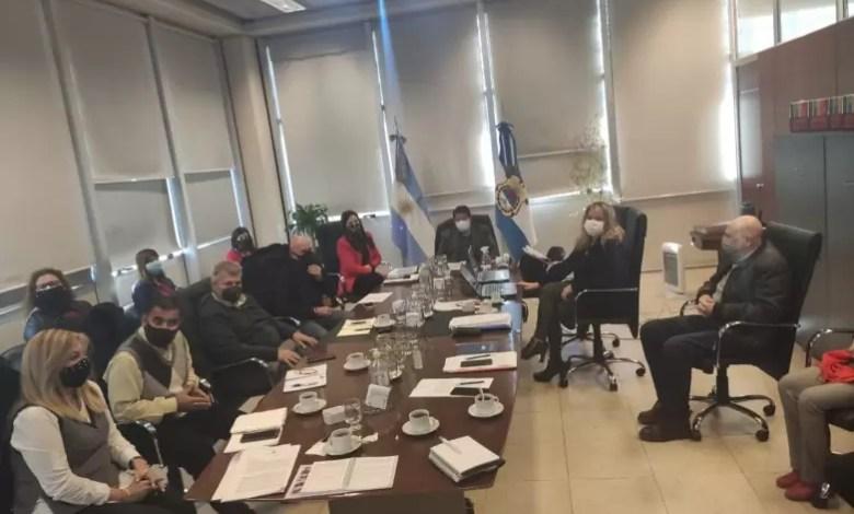 Photo of Educación y gremios consensuaron requisitos para la titularización de profesionales de Gabinetes