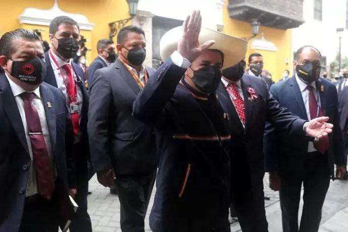 Photo of Pedro Castillo asumió la Presidencia de Perú y prometió «un país más próspero y más justo»