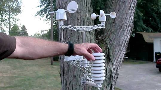 mantenimiento de una estación meteorologica.
