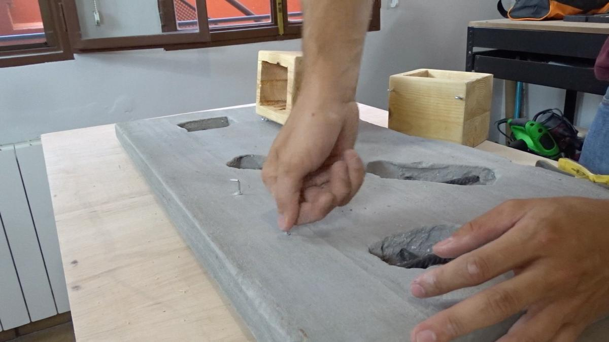 Macetero colgante de cemento 27