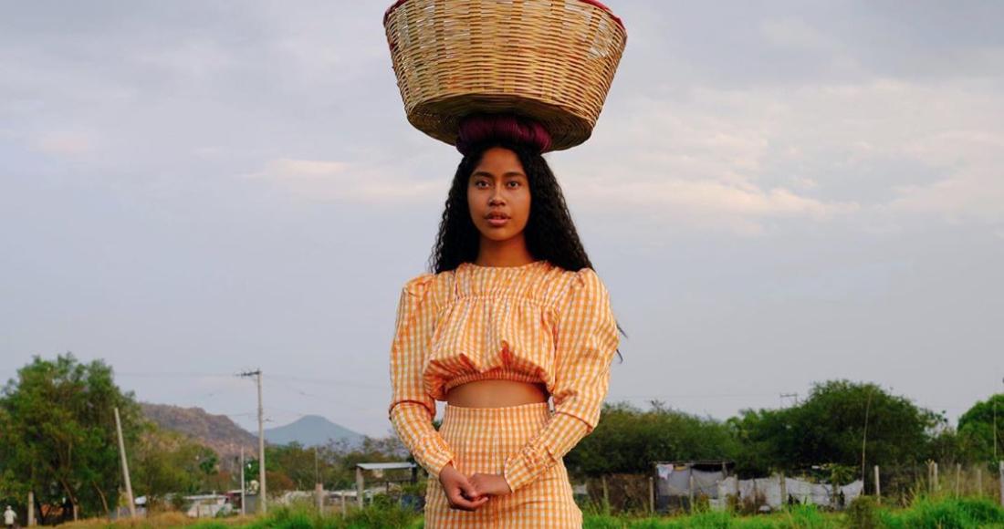 Karen Vega se convierte en la primera modelo oaxaqueña en aparecer en la  portada de Vogue