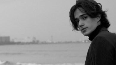 Foto de Arath Herce, el cantautor de 20 años que cautiva la música con su peculiar voz y letras