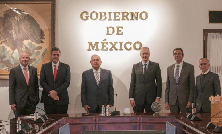 Foto de AMLO recibe a CEO de Coca Cola