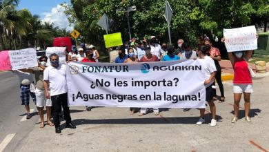Foto de Protestan habitantes de Zona Hotelera por rebosamiento de aguas residuales que afectan condominios y desembocan en Sistema Lagunar en Cancún