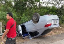 Foto de Volcadura deja tres lesionados en estado crítico