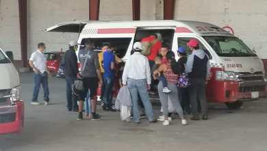 Foto de Combis foráneas operan sin supervisión de autoridad alguna; retrasos de hasta una hora