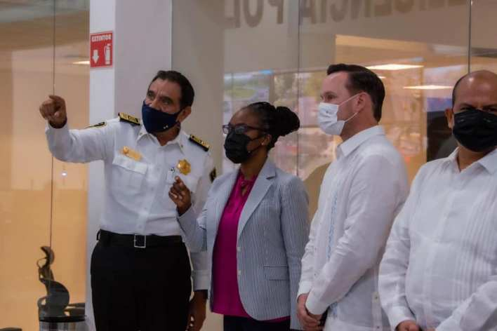 Cónsul Dorothy Ngutter visita la SSP de Yucatán