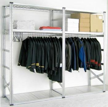 estanterías para prendas colgadas