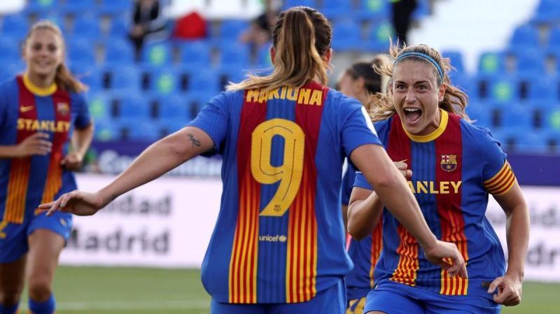 El Barça femenino acaricia el triplete tras golear al Madrid CFF