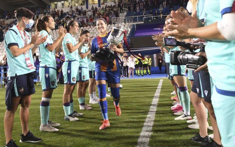"""Entrevista a Vicky Losada, capitana del Barça femenino: """"La Reina debería  asistir a la Copa de la Reina, que por eso lleva su nombre"""""""
