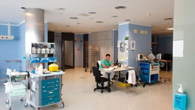 El Chuvi suspende cirugías no prioritarias por el déficit de enfermeras disponibles
