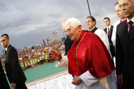 Benedicto XVI a su llegada al aeródromo de Cuatro Vientos