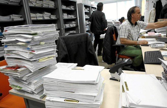 Funcionarios de los juzgados de lo Penal de Sevilla, en las oficinas...