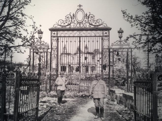 Portal de entrada al castillo de Soupir, en ruinas. 1917