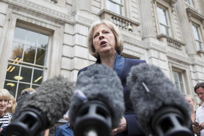 La secretaria de Interior Theresa May durante una declaración hoy...