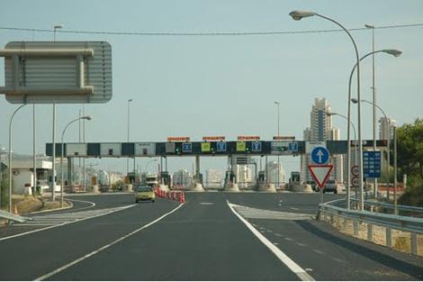 Peaje de entrada a la AP-7 en Alicante (fuente: www.elmundo.es)