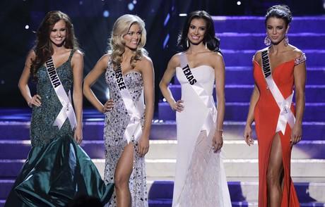 D'esquerra a dreta, les representants de Califòrnia, Tennessee, Texas i Alabama, el diumenge a Las Vegas.