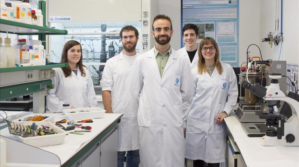 Bacterias para recuperar los metales de los teléfonos móviles