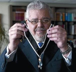 Joan-Francesc Pont: «A las puertas de la logia dejas los cargos y la clase social»