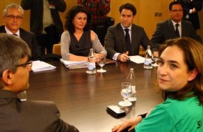 Ada Colau y otros activistas de la PAH, reunidos con la dirección del Grupo Popular en el Congreso.