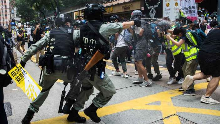 https://i2.wp.com/estaticos.elperiodico.com/resources/jpg/3/2/nuevas-protestas-contra-ley-seguridad-hong-kong-1593589202023.jpg?resize=702%2C395&ssl=1