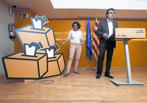 Els dirigents d'ERC presenten, ahir, la campanya pel 'sí-sí'.