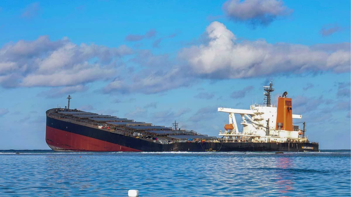 Se parte en dos el carguero que ha causado una catástrofe medioambiental en Mauricio