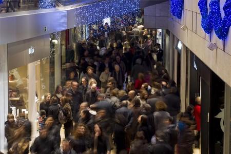 El centro comercial de L'Illa Diagonal, ayer por la mañana, en el primer día del puente de diciembre.