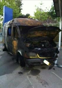 Estado en el que ha quedado la ambulancia incendiada en Arenys de Munt