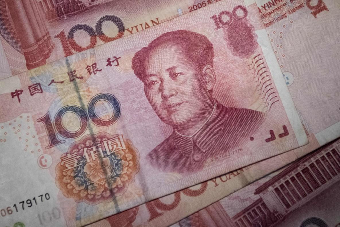 El yuan se devalúa y no consigue un hueco entre las grandes divisas