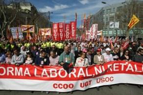 Cabecera de la manifestación contra la reforma laboral de Barcelona.
