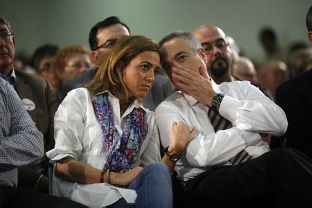 Carme Chacón escolta Pere Navarro durant un míting a l'Hospitalet, el novembre passat.