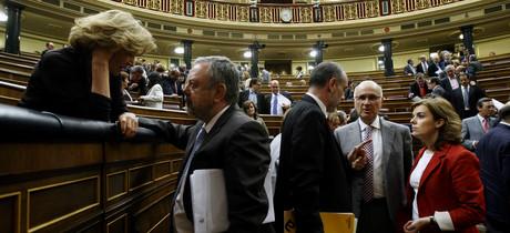 Duran Lleida conversa con Joan Ridao y Soraya Sáenz de Santamaría y al otro lado la vicepresidenta segunda Elena Salgado.