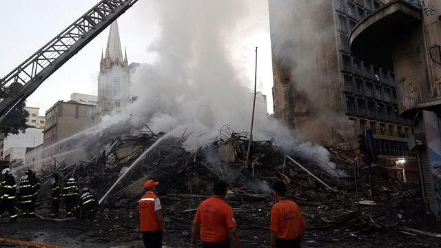 Resultado de imagem para escombros dos incendios em são paulo