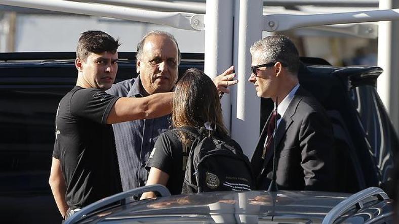 Pezão deixa sede da PF após três horas de depoimento. Foto: Pablo Jacob / Agência O Globo (Crédito: )