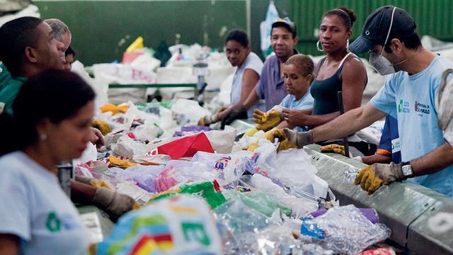 Cooperativa de recicladores em São Paulo (SP). Foto: Cempre/Divulgação (Crédito: )