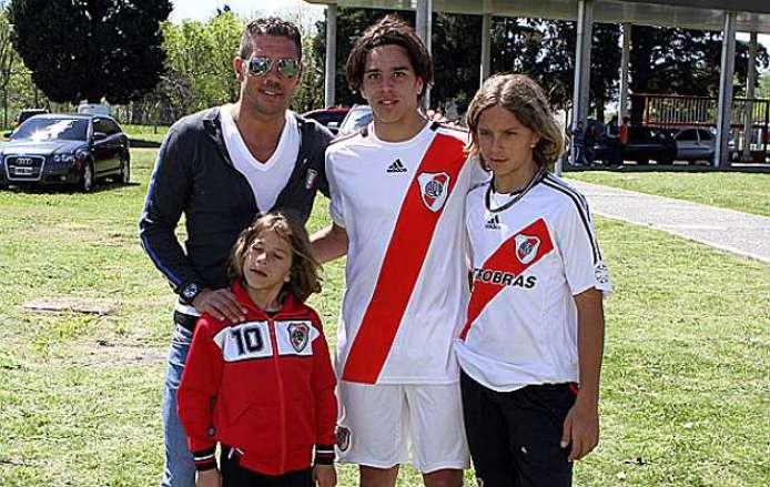 https://i2.wp.com/estaticos.marca.com/imagenes/2011/11/03/futbol/futbol_internacional/america/1320332003_extras_mosaico_noticia_1_g_0.jpg?resize=694%2C439
