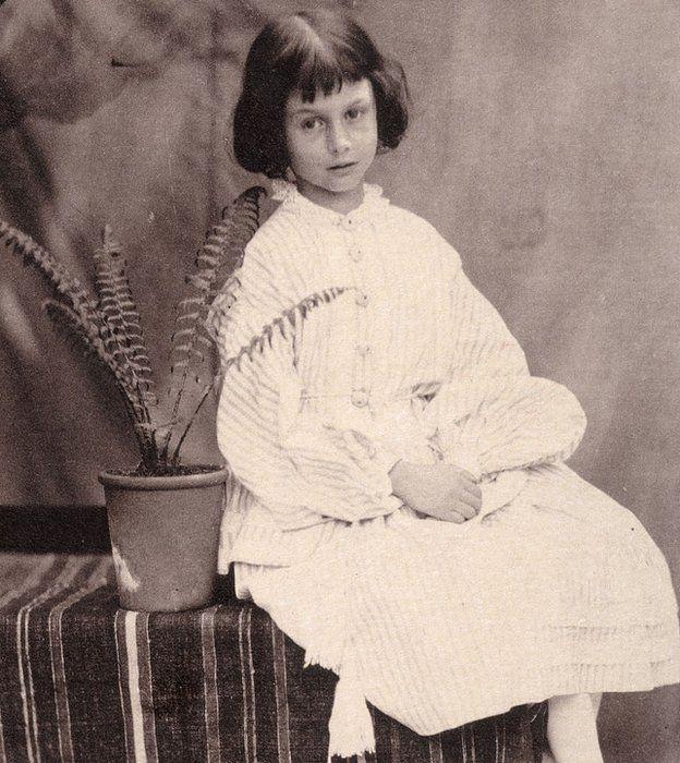 Alice Liddlell, la verdadera, iba con Lewis Carroll al museo a ver los huesos de dodo.