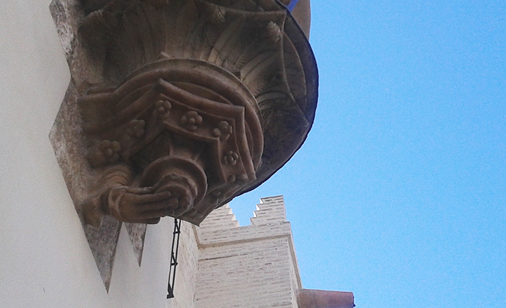 Una mano parece sujetar la ménsula sobre la que se encuentra San Pablo, circunstancia que no se da en la estatua conjunta / Fran Piñero