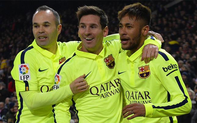 Iniesta, Messi y Neymar, celebrando uno de los goles del Barça